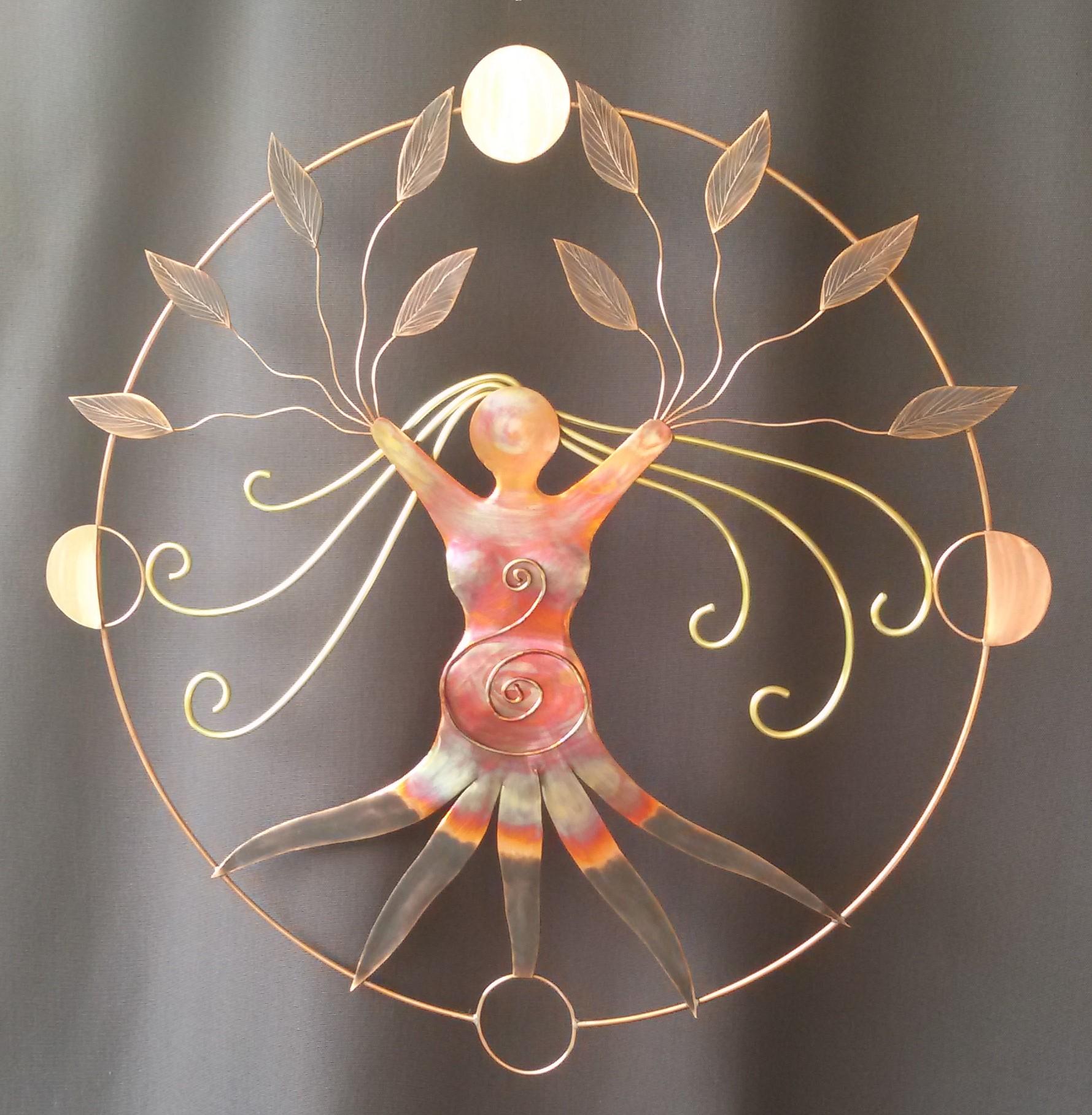 création artisanale, décoration murale, Féminin sacré, décoration murale métal